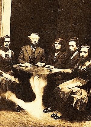 Victorian_seance