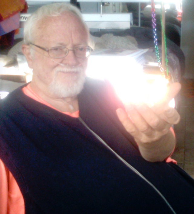 Rand_holding_light
